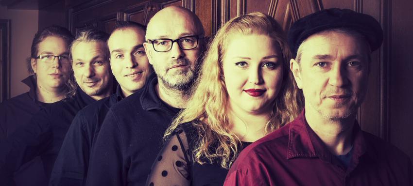 Acoubastics live mit Cover und eigenen Hits
