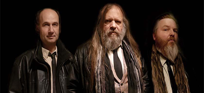 Bluesrock-Trio gibt dem Kolben Feuer